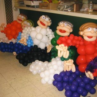 Balloon sculpture 5 people 2